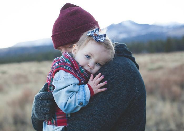 Ternyata Pelukan Mempengaruhi Tumbuh Kembang Anak. Orang Tua Wajib Baca !
