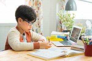 Cara Efetif Membantu Anak Fokus disaat Sekolah Daring